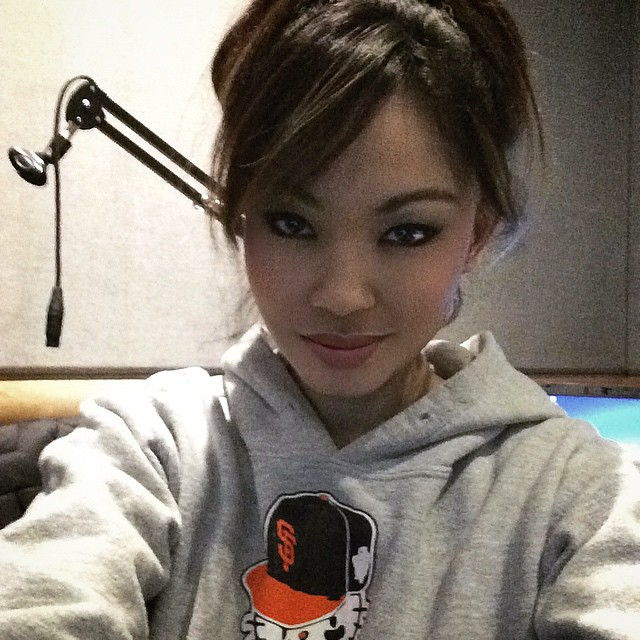 It's a messy hair up & hoodie kind of morning. Happy Saturday! Who are you rooting for to win the #SuperBowl tomorrow?